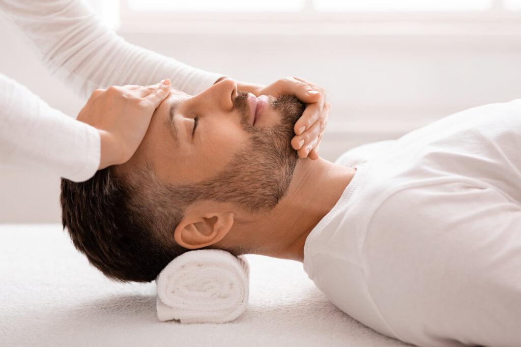 Jak leczyć opuchliznę oczu itwarzy